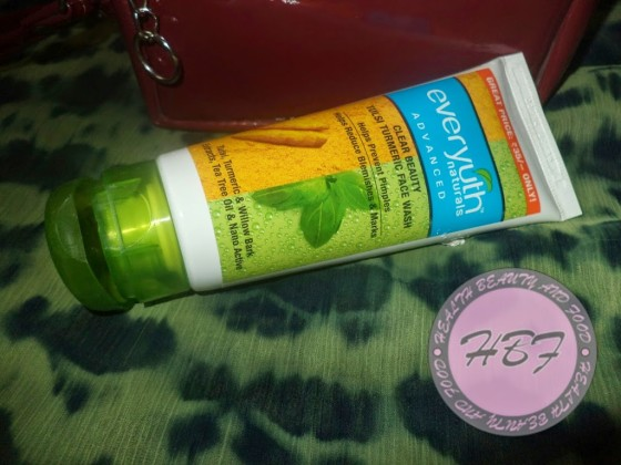 everyuth-tulsi-turmeric-face-wash-review